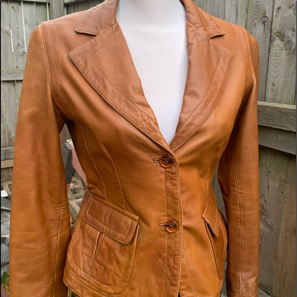 Danier leather cognac fitted blazer size small.